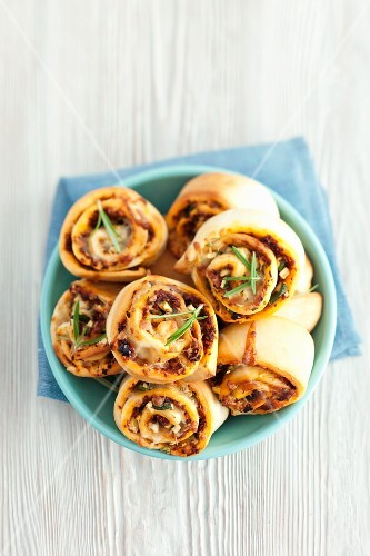 Savoury buns with dried tomatoes, courgette and mozzarella
