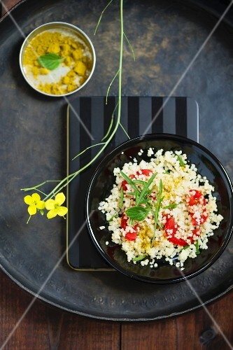 Millet salad with tomatoes, rocket and mint curry