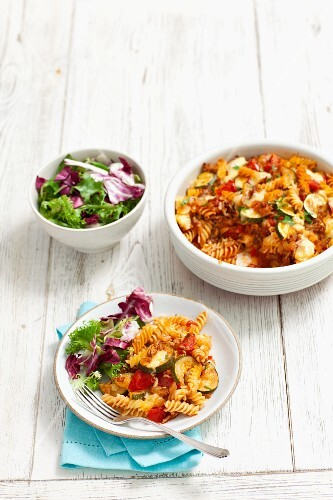 Fusilli bake with minced meat, courgettes and tomatoes