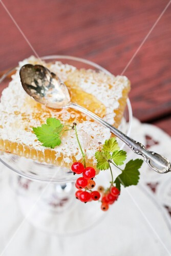 Honeycomb with redcurrants (close-up)