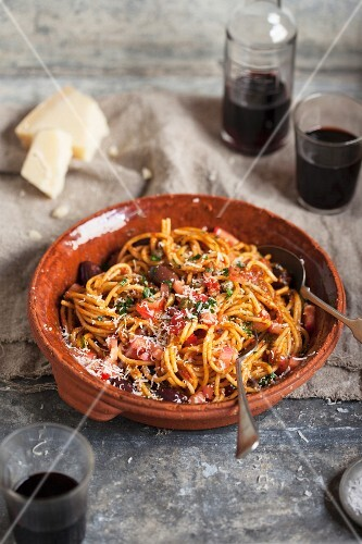 Spaghetti with tomatoes, olives and Parmesan