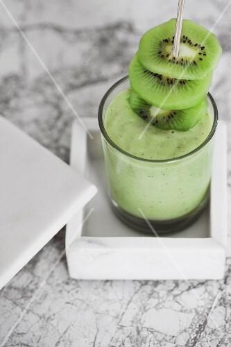 A kiwi smoothie with avocado