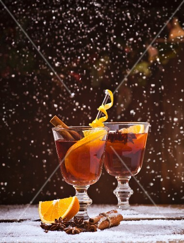 Red mulled wine with oranges, cinnamon, star anise and snowflakes