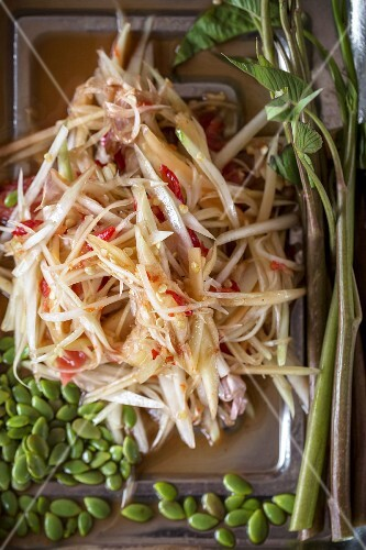 Som Tam Thai (spicy papaya salad, Thailand)