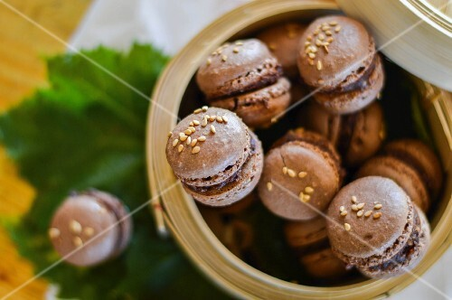 Chocolate macaroons with sesame seeds