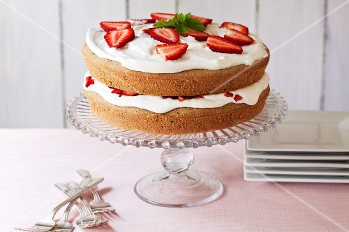 Strawberry cream cake (gluten-free)