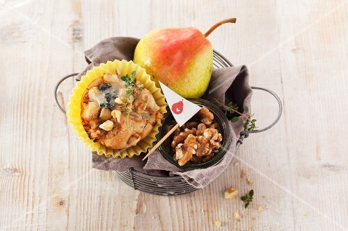 Gorgonzola and pear muffins with walnuts