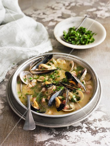 Mussel stew with beans
