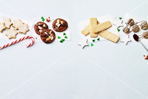 Four types of quick Christmas biscuits