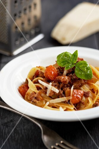 Tagliatelle with a minced meat ragout and tomatoes