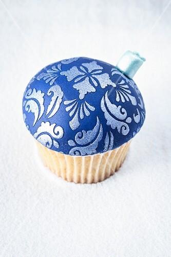 A blue Christmas bauble cupcake