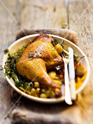 Chicken leg with olives and thyme