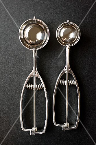Two ice cream scoops (seen from above)
