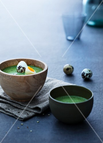 Spinach soup with quails eggs