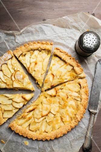 Apple tart, sliced (seen from above)