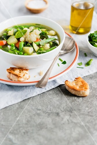 Minestrone with cauliflowers and basil
