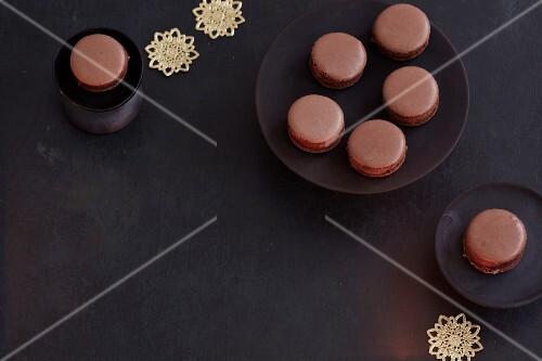 Chocolate macaroons with cardamom and coffee