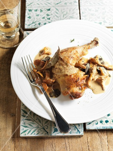 Roast chicken leg with Vacherin and a white truffle sauce