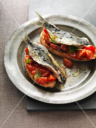 Toast topped with sardines and cherry tomatoes