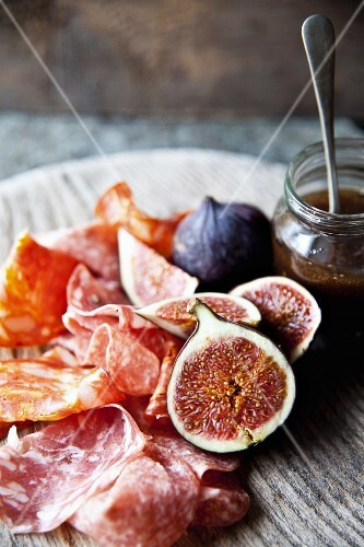 A salami platter with figs and a honey-balsamic sauce
