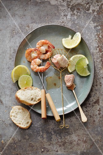 Mediterranean fondue with fish and prawns