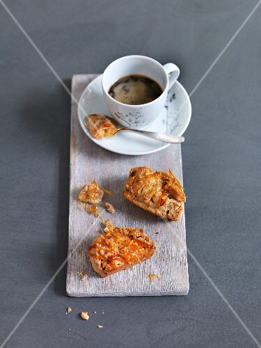Peanut biscotti with coffee