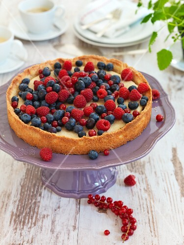 Vanilla tart with berries