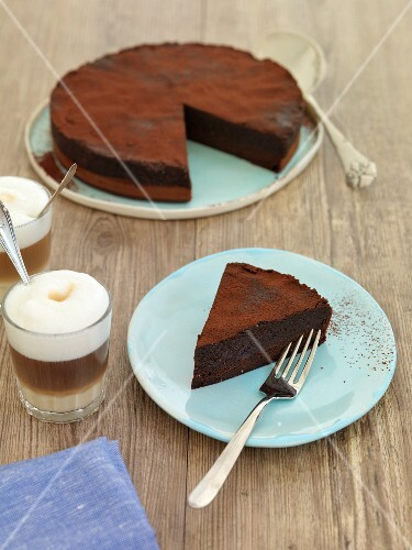 Praline cake with cocoa powder served with coffee