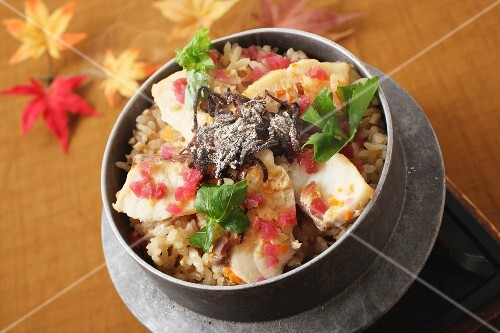 Kamameshi (traditional Japanese rice dish)