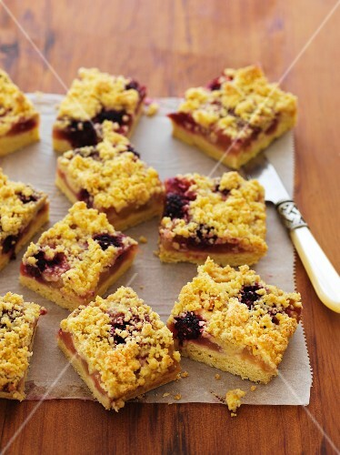 Apple and blackberry slices on a piece of baking paper