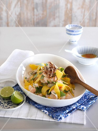 Noodle salad with prawns (Asia)