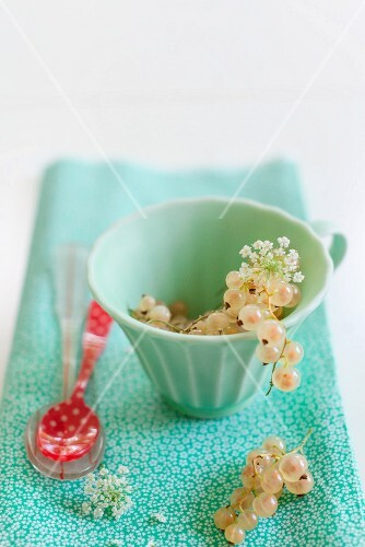 A cup of whitecurrants