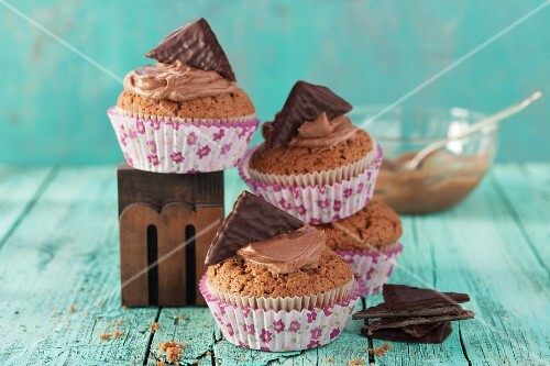 Chocolate muffins with mint creams