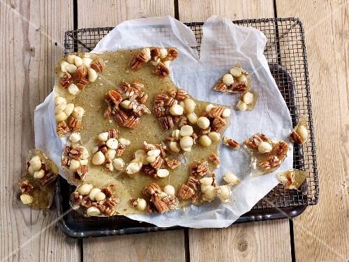 Nut brittle with Szechuan pepper