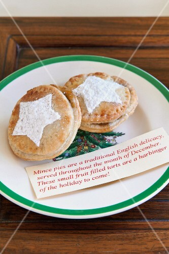 Mince pies and a description on a Christmas plate