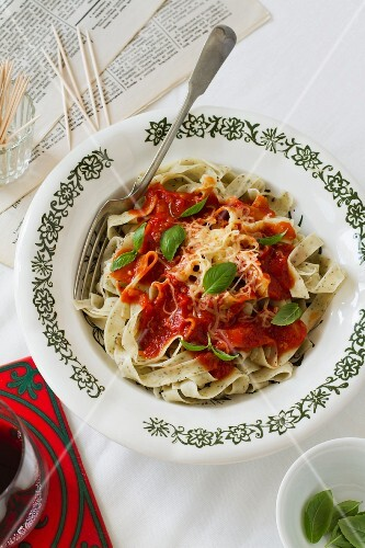 Herb tagliatelle with tomato sauce and basil