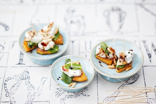 Pumpkin canapés with goat's cheese