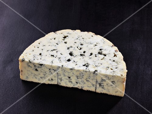 Bleu d'auvergne (French cow's milk cheese)