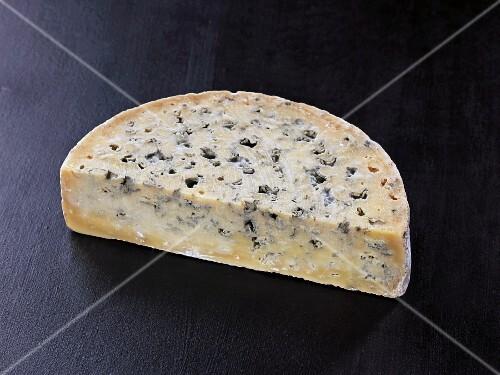 Bleu de laqueuille (French cow's milk cheese)