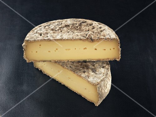 Tome des Bauges (French cow's milk cheese)
