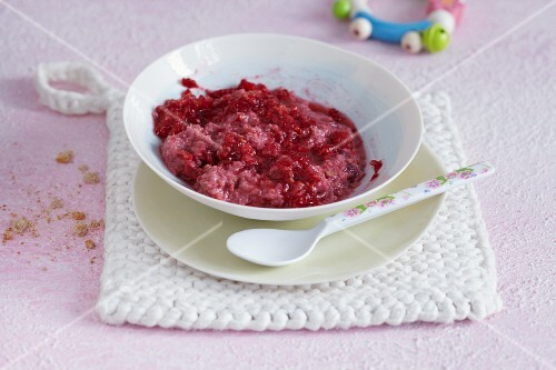 Rusk and raspberry puree
