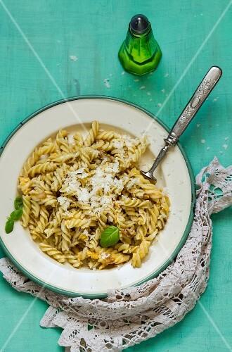Fusilli carbonara with Parmesan and basil