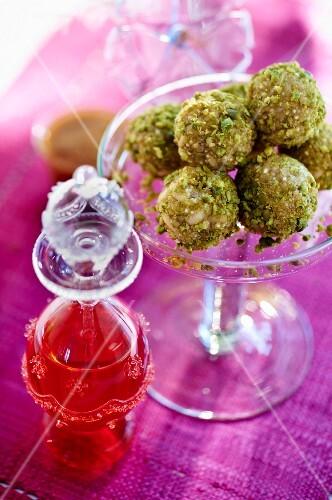 Quinoa balls with pistachios and hibiscus juice