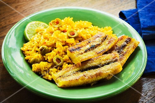 Yellow rice with olives and roasted plantains (Cuba)