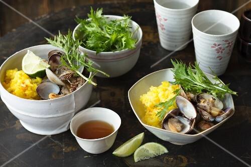 Chirashi sushi with mussels and mizuna