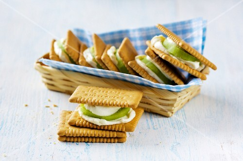 Butter biscuit sandwiches with kiwi