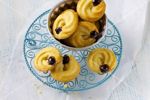 Vanilla amarena biscuits