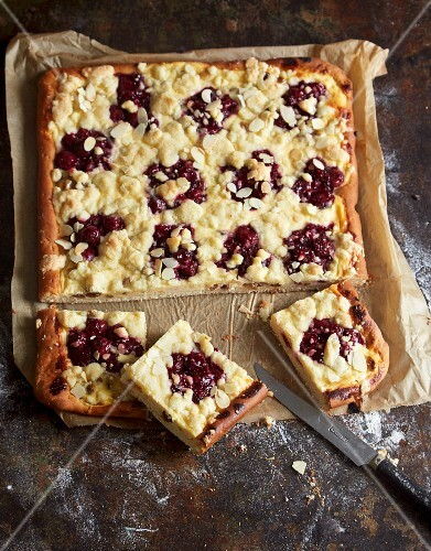 Butter cake with cherries and crumbles