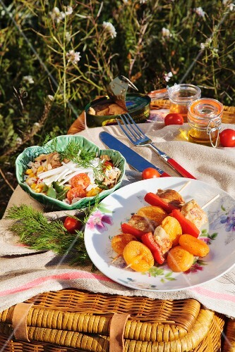 Rice salad with green beans and chicken skewers with dried apricots for a picnic