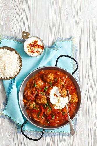 Meatballs in tomato sauce with peppers